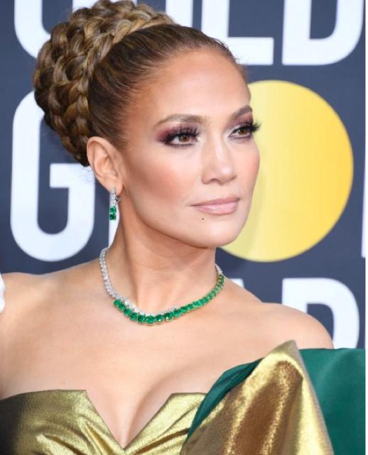 Jennifer Lopez spring style green jewelry